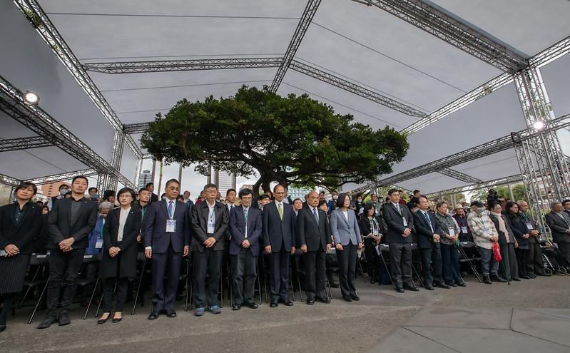 蔡英文總統出席二二八紀念活動,率領官員默哀致意。