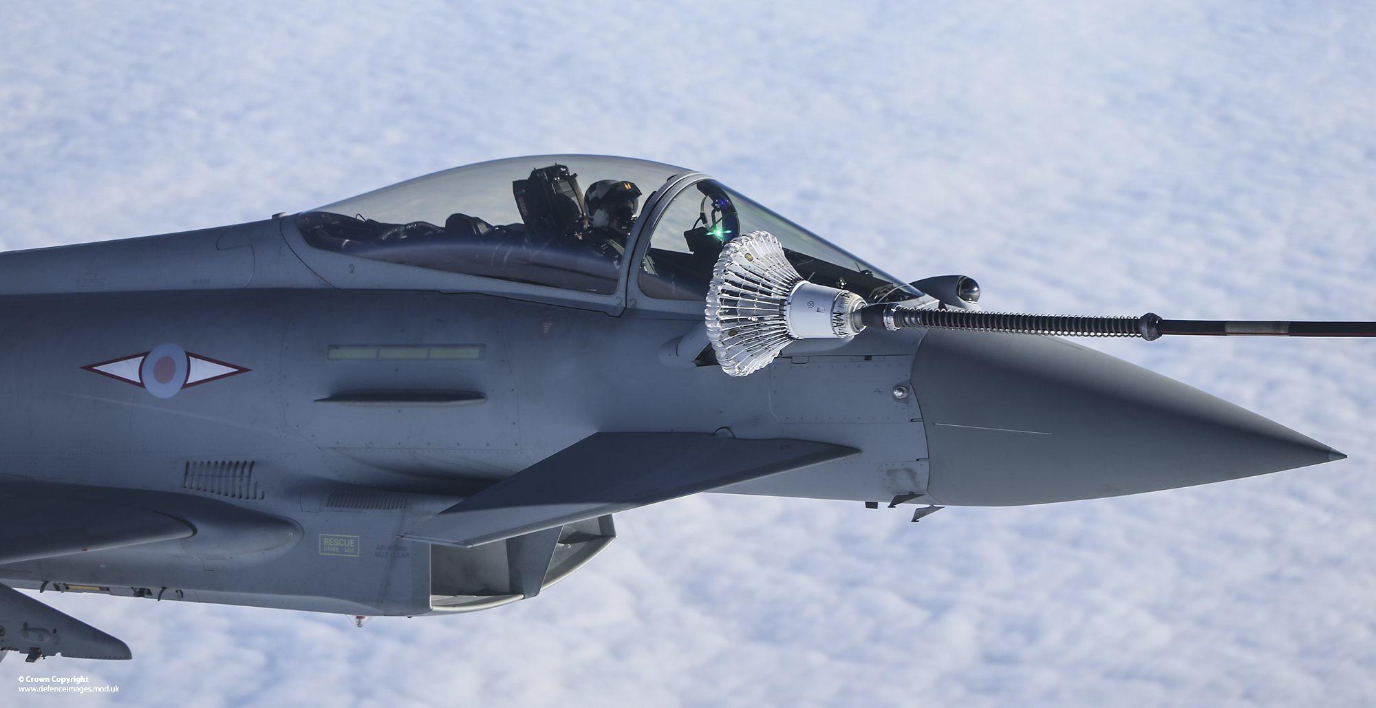 颱風戰鬥機空中加油(圖/Defence Images/CC BY-SA 2.0)