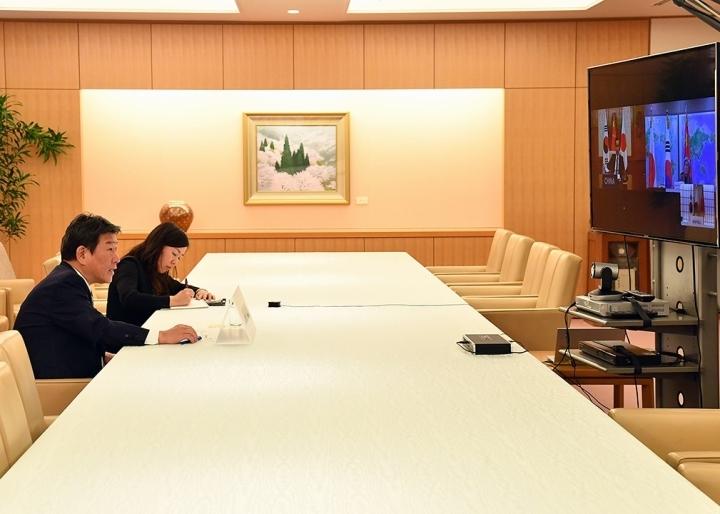 中日韓外長視訊商討防疫合作對策(圖/日本外務省推特)