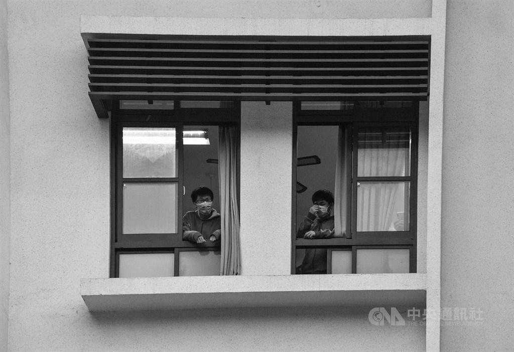 日前確診的北部高中生的同學,是武漢肺炎爆發以來首起校園群聚事件。該校也將從3月20日起停課。