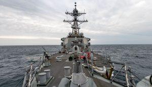 美國海軍在臉書上公布照片,證實有一艘驅逐艦航經台海
