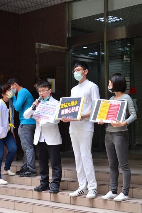 臺北醫師職業工會表示,本次防疫的津貼大縮水,讓醫護人員感到心寒