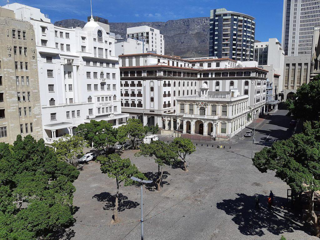 南非開普敦綠市廣場(Greenmarket Square)因武漢肺炎關閉(圖/Discott/CC BY-SA 4.0)