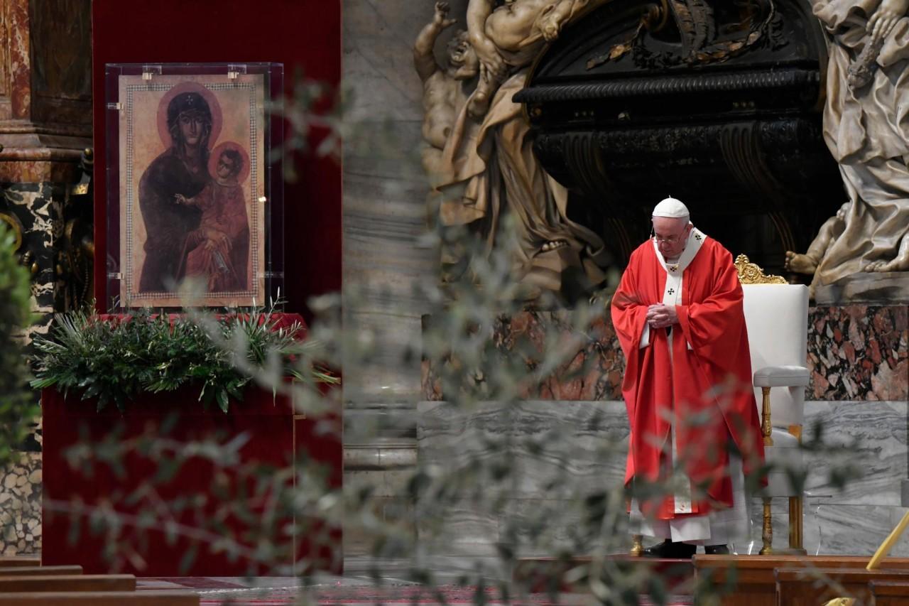 教宗方濟各按照慣例主持聖枝主日彌撒_03(圖/Vatican News臉書)