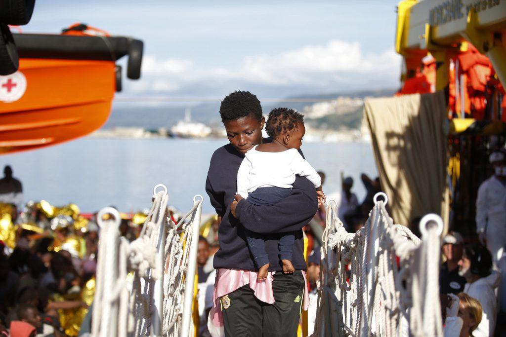 加納利群島上有紅十字會等人道救援組織協助難民(圖/紅十字會與紅新月會國際聯合會 IFRC)