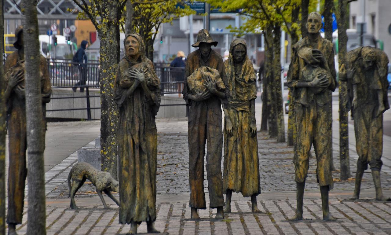 愛爾蘭都柏林饑荒紀念館(圖/Ron Cogswell/CC BY 2.0)