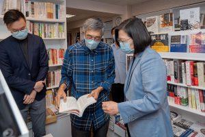 蔡英文今日拜訪銅鑼灣書店,表達撐住香港的立場