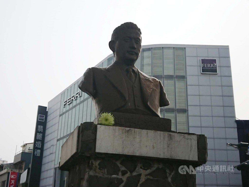 台南市長黃偉哲13日出席「台南市正義與勇氣紀念日」活動,追思二二八受難者湯德章律師;對於民間團體呼籲將這天改成湯德章紀念日,黃偉哲也表達持開放態度。