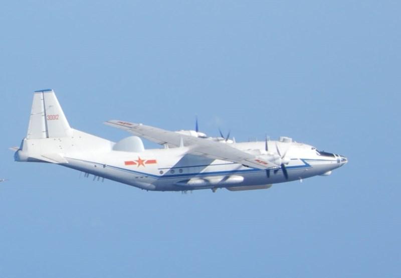 國防部12日說,上午偵獲中共運八機一架,進入台灣西南空域。圖為一架運八機。(國防部提供)中央社