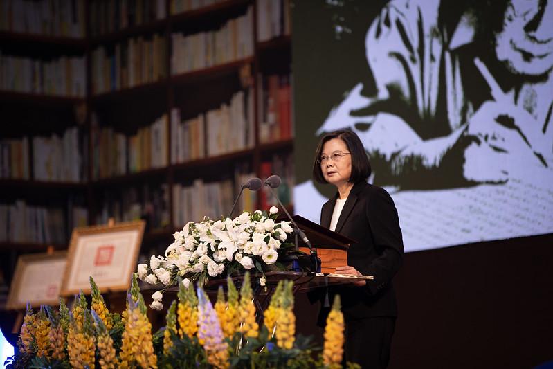 蔡英文總統感謝鍾肇政對台灣文學以及客家文化的貢獻
