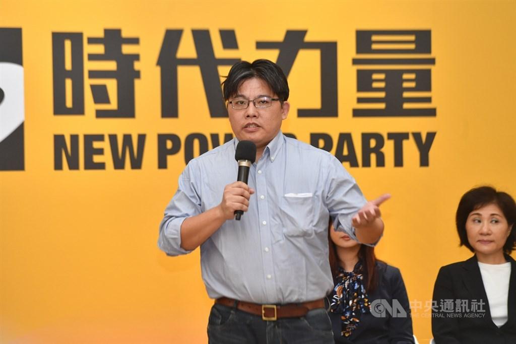 邱顯智出任時代力量代理黨主席,他向所有支持者表達歉意。