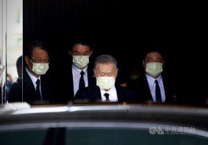 日本前首相森喜朗率國會議員團9日搭乘包機抵達松山機場,隨即搭車前往總統府會見總統蔡英文,再轉往台北賓館弔唁故總統李登輝。