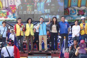 國民黨立法院黨團總召林為洲(右5)、立委許淑華(右4)、李德維(右3)、國民黨副秘書長李彥秀(右2)及公民監督平台成員等到場聲援。