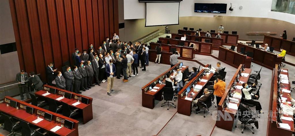 香港立法會全體議員延任一年。(圖/中央社)