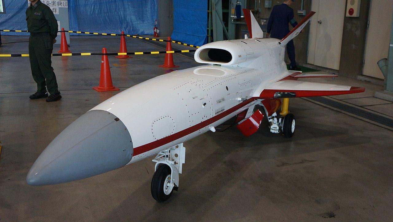 2012年日本空軍自衛隊岐阜基地安裝F-15的無人飛機研究系統(圖/Hunini/CC BY-SA 3.0)