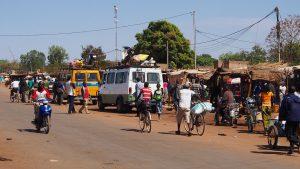Burkina Faso-Gare_routiere_Sapouy_2013布吉納法索(圖/Sputniktilt/CC BY-SA 3.0)