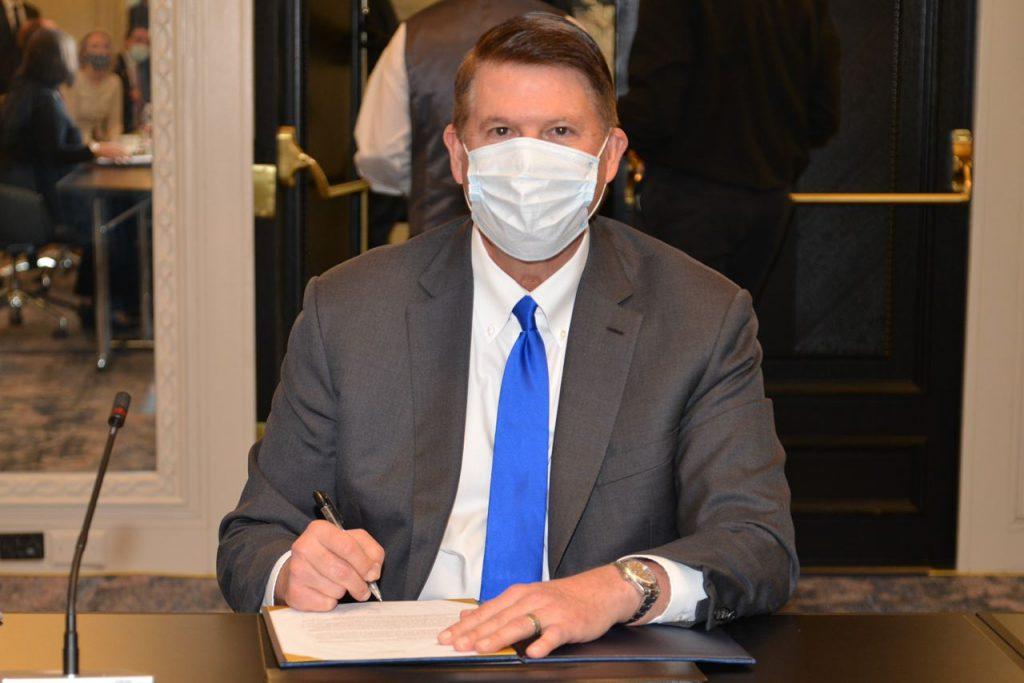 美國國務院主管經濟成長、能源與環境次卿柯拉克