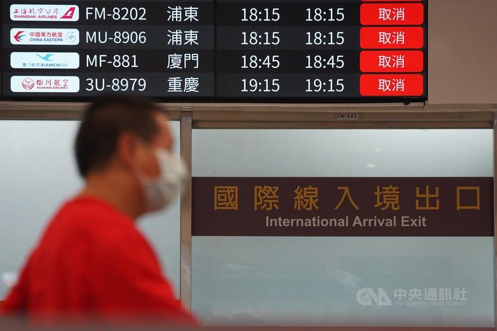 中央流行疫情指揮中心宣布,自12月1日起,入境台灣的旅客都必須附上檢疫報告。