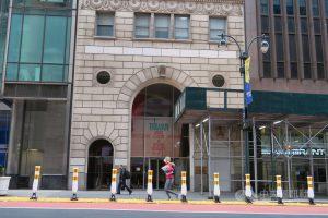 駐紐約辦事處一名人員美東時間26日確診2019冠狀病毒疾病後,依緊急應變計畫啟動人員分組上班等因應措施。