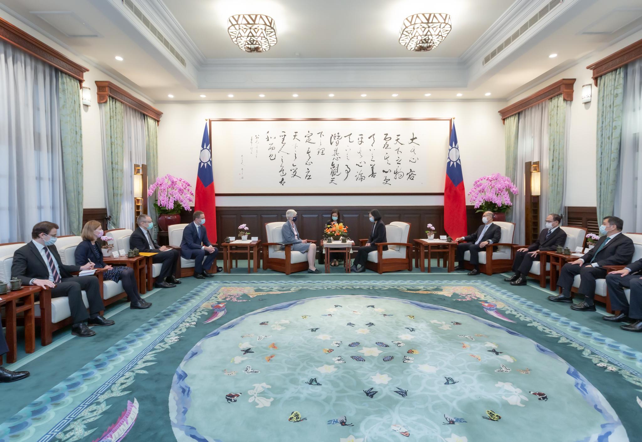 英國駐台代表唐凱琳即將離任,蔡英文總統親自接見表達感謝之意。