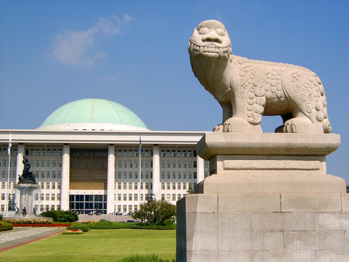 韓國國會 Korea_the_national_assembly_houses_of_parliament_building_yeouido_korea_national_assembly-1067352(圖/pxhere)