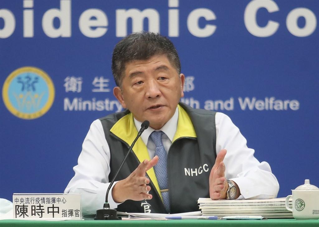 中央流行疫情指揮中心宣布:針對疫情發布秋冬防疫措施,引發是否違憲的爭議。