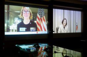 美國駐聯合國大使與蔡英文總統於今(14)日視訊談話。圖/總統府。