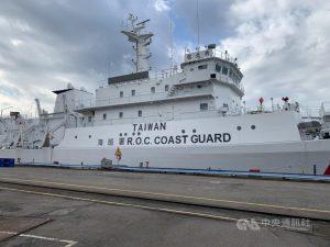 海巡艦船艇除執行遠洋巡護,範圍延伸至外海,為讓各國漁船及艦艇可辨識台灣海巡艦艇及提升海上執法識別度,規劃在艦船艇舷側R.O.C. COAST GUARD上方新增TAIWAN字樣。圖為新北艦。