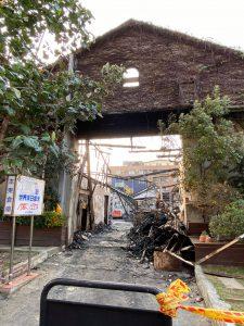 本東倉庫不幸遭到燒燬,高雄市市長陳其邁承諾在一年內重建完畢。 (圖/取自:https://www.facebook.com/thisischinlunlee/posts/1626338497756173)