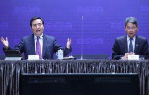 左為行政院政務委員羅秉成。圖/中央社。