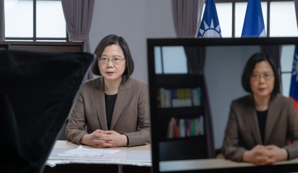 04.10 總統為我與宏都拉斯建交80週年紀念錄製致詞影片 Official Photo by Wang Yu Ching / Office of the President