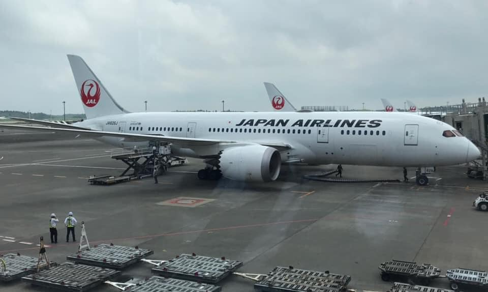 日本第三度捐贈一百萬劑的AZ疫苗,駐日大使謝長廷親自到機場送機。 (圖/謝長廷臉書)