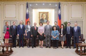 斯洛伐克國會副議長尼蔻森諾娃(左6)2019年時訪問台灣,立法院長蘇嘉全(左7)會見感謝斯洛伐克國會支持台灣有意義參與國際組織活動。(立法院提供)