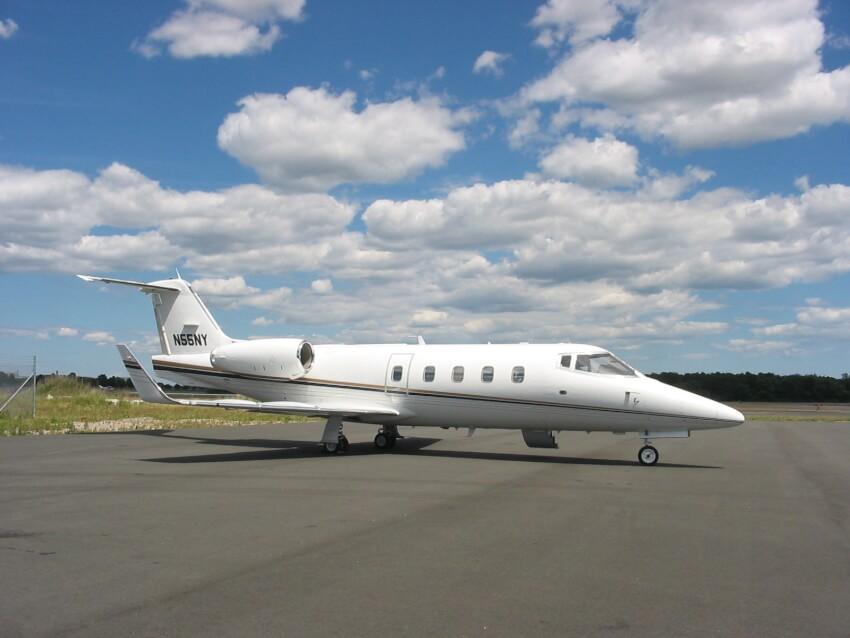 Learjet 55 photo