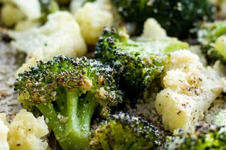 Brócoli y coliflor asados con pollo (r)