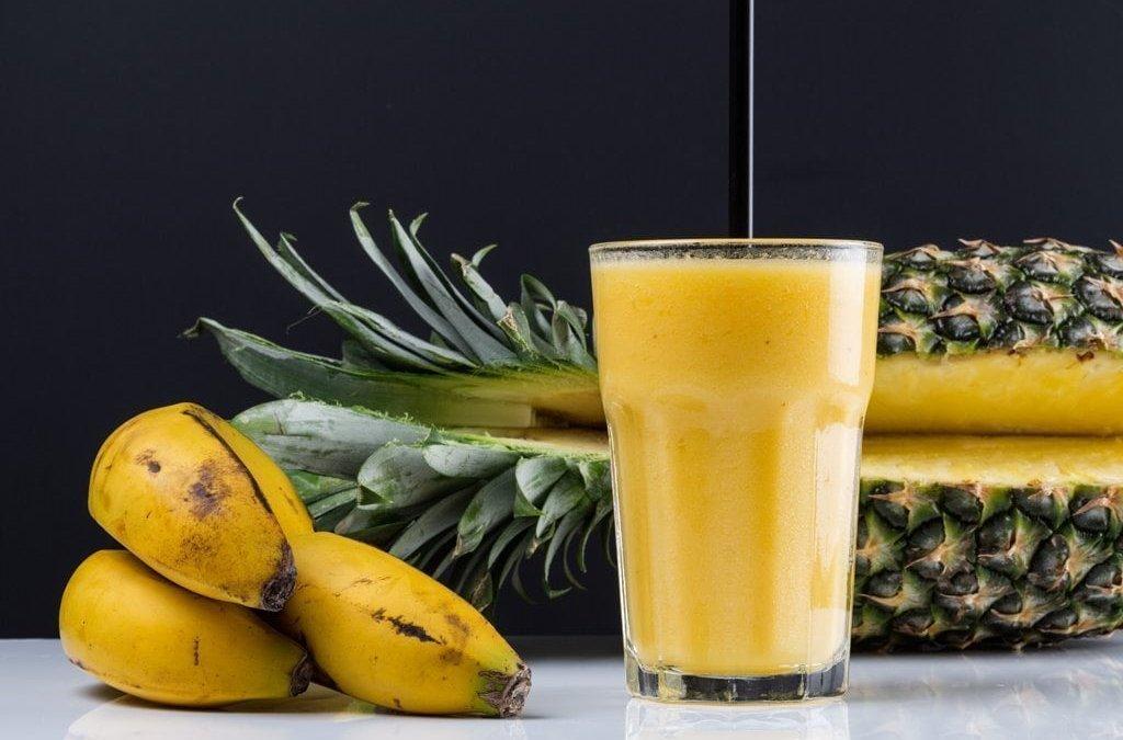 Smoothie de plátano y piña (v).