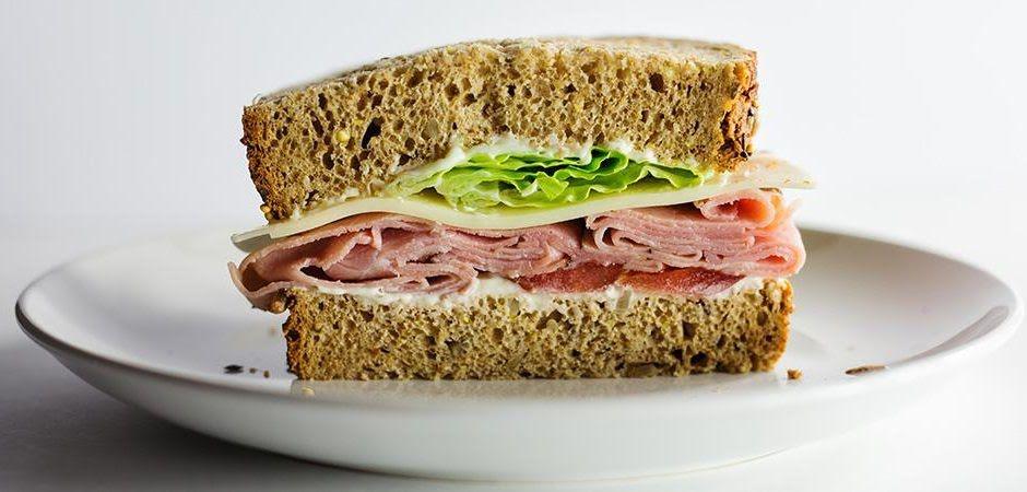 Sandwich de jamón con panela