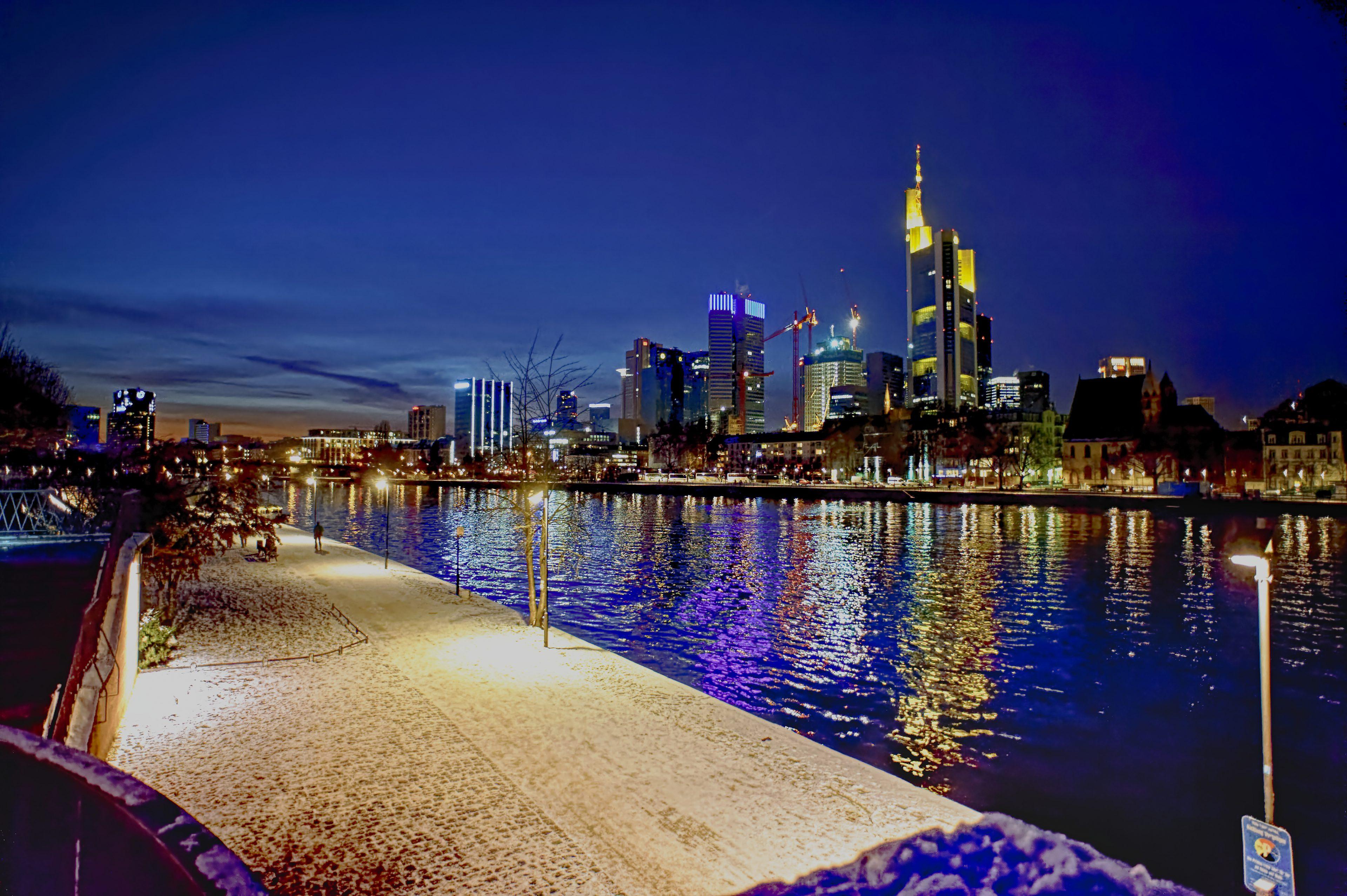 Frankfurt am Main Germany bei Nacht Skyline Skycrapers Dezember 2012