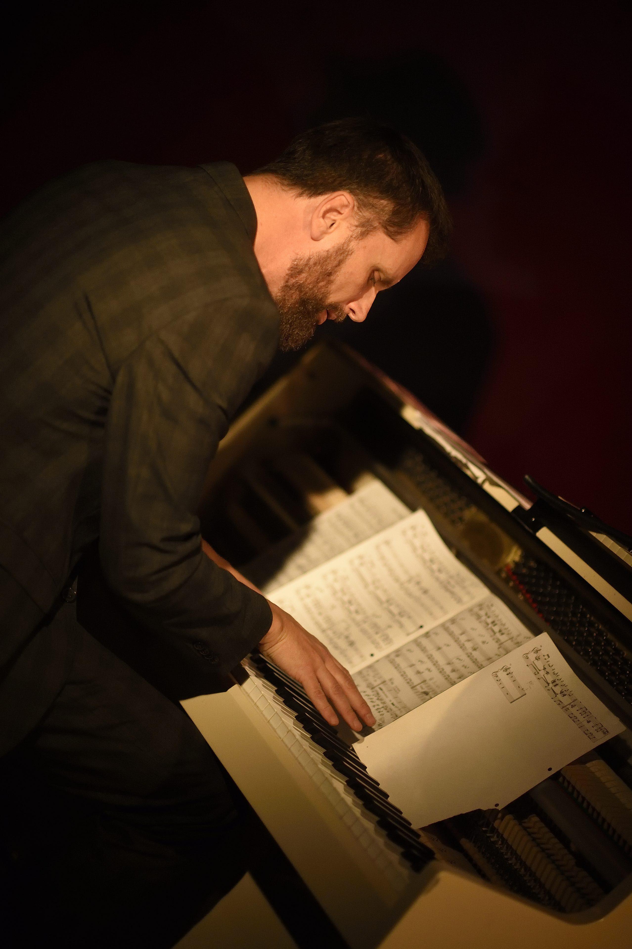 Superfro Walhalla Wiesbaden Simon Höneß Klavier Moderation Frowin Ickler Kontrabass Bassgitarre Jan Beiling Saxophon David Tröscher Perkussion Schlagzeug Jazz 16.05.2019