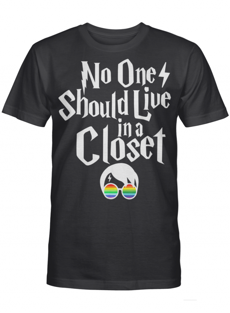 No One Should Live In A Closet Lgbt Pride Lesbian Graphic Printing Gift Graphic T-shirt Unisex Tshirt
