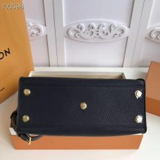 LV On My Side Louis Vuitton M53823