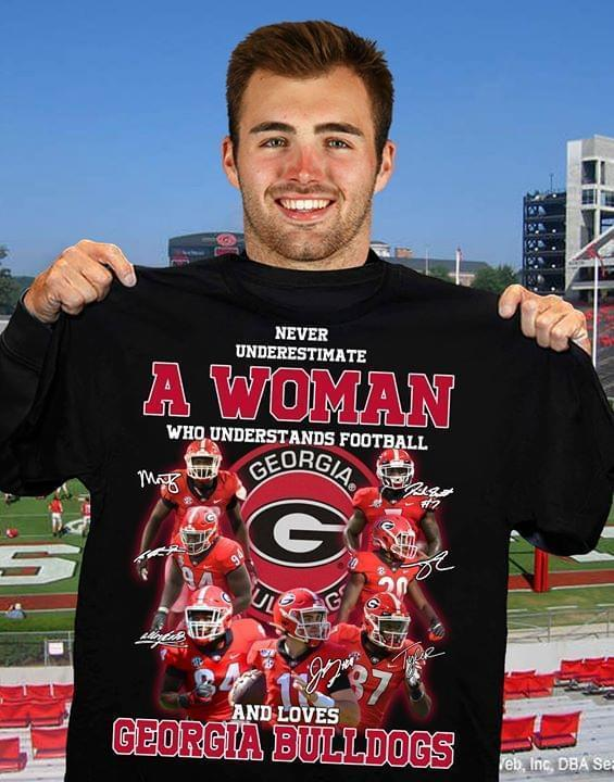 Never Underestimate Woman Understands Football And Loves Georgia Bulldogs Signed - Gift for Fans T-Shirt