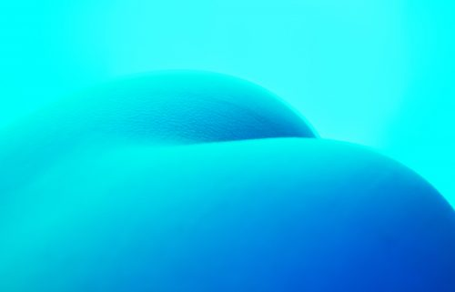 Cold Shell – Futuristic Vibrant Vaporwave Sexy Glowing Blue Naked Female Body