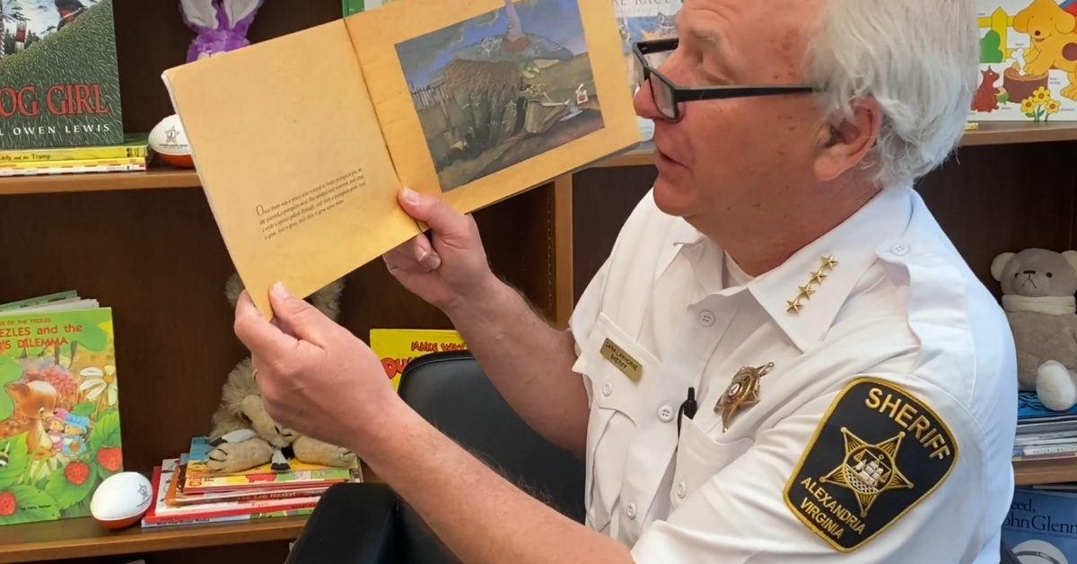 Sheriff Dana Lawhorne starts Storytime for Students in Alexandria, Virginia. (Screenshot)