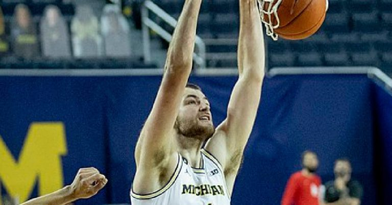 MARCH MADNESS: Hunter Dickinson Makes Alexandria Hometown Proud