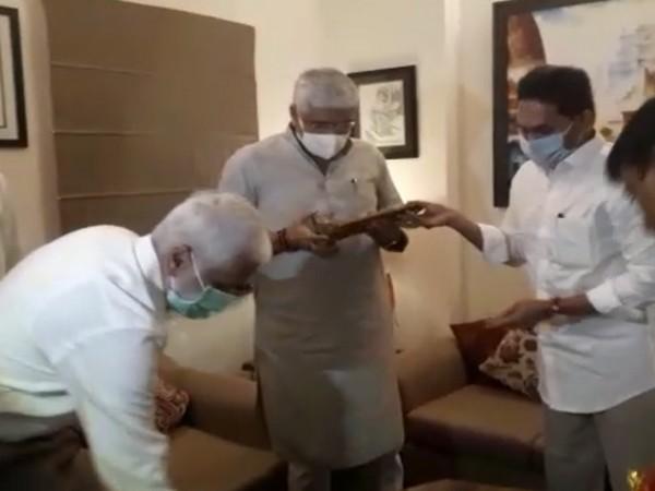 Andhra CM YS Jagan Mohan Reddy met Jal Shakti Gajendra Singh Shekhawat on Wednesday. [Photo/ANI]