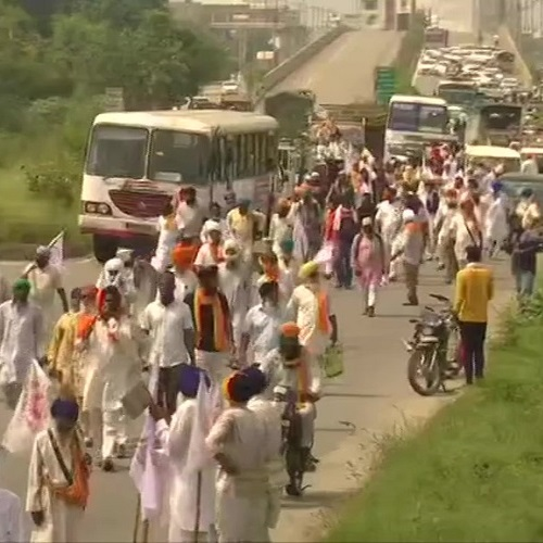 isan Mazdoor Sangharsh Committee stages protest in Amritsar against recent agriculture ordinances passed by the Union Cabinet. (Photo: ANI)