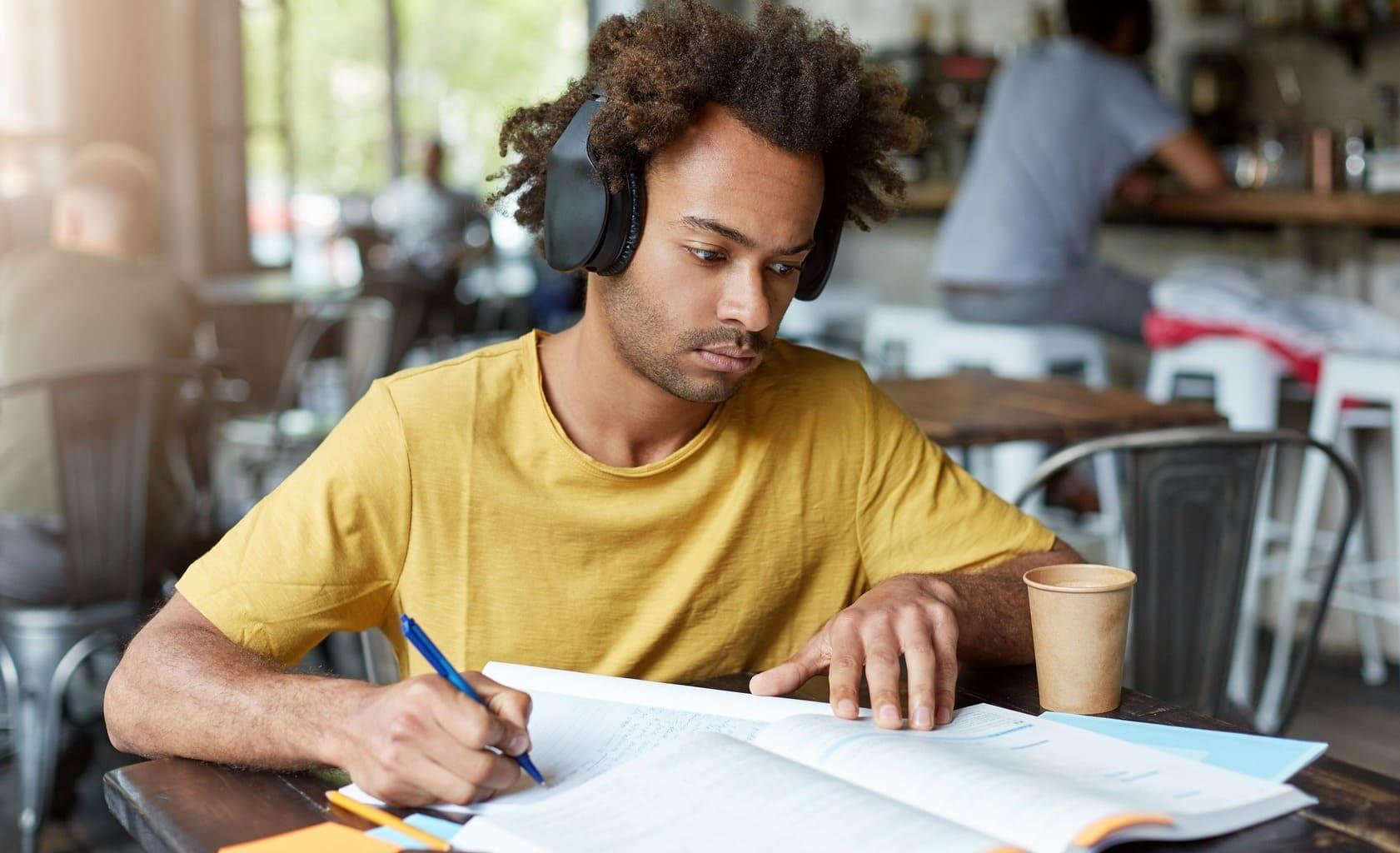 Música ajuda ou atrapalha os estudos