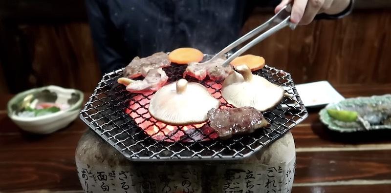 地鶏&黒毛和牛の炭火焼き