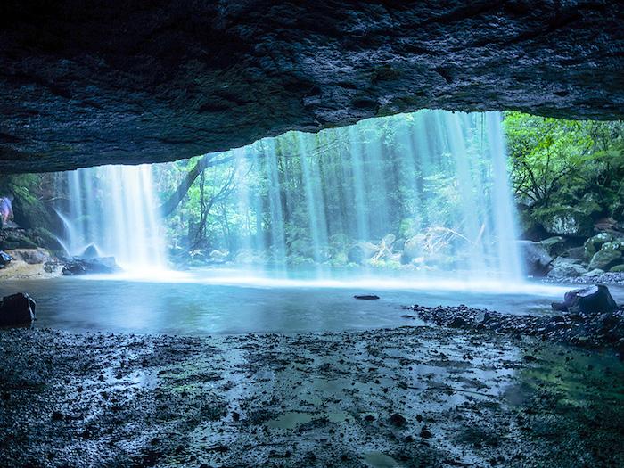 鍋ヶ滝の裏側